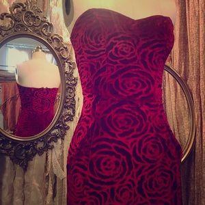 Holiday Stunner!! Vintage Red Velvet Burnout Dress